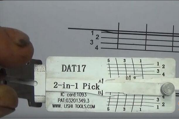 how-to-use-Lishi-DAT17-2in1-Pick-Decoder-Tool-11