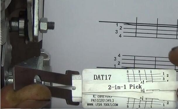 how-to-use-Lishi-DAT17-2in1-Pick-Decoder-Tool-13