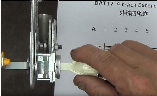 how-to-use-Lishi-DAT17-2in1-Pick-Decoder-Tool-3
