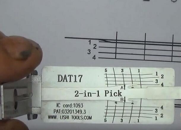 how-to-use-Lishi-DAT17-2in1-Pick-Decoder-Tool-7